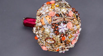 Bouquet of brooches #11